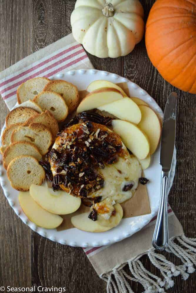 Baked Brie with Fig Jam | seasonalcravings.com