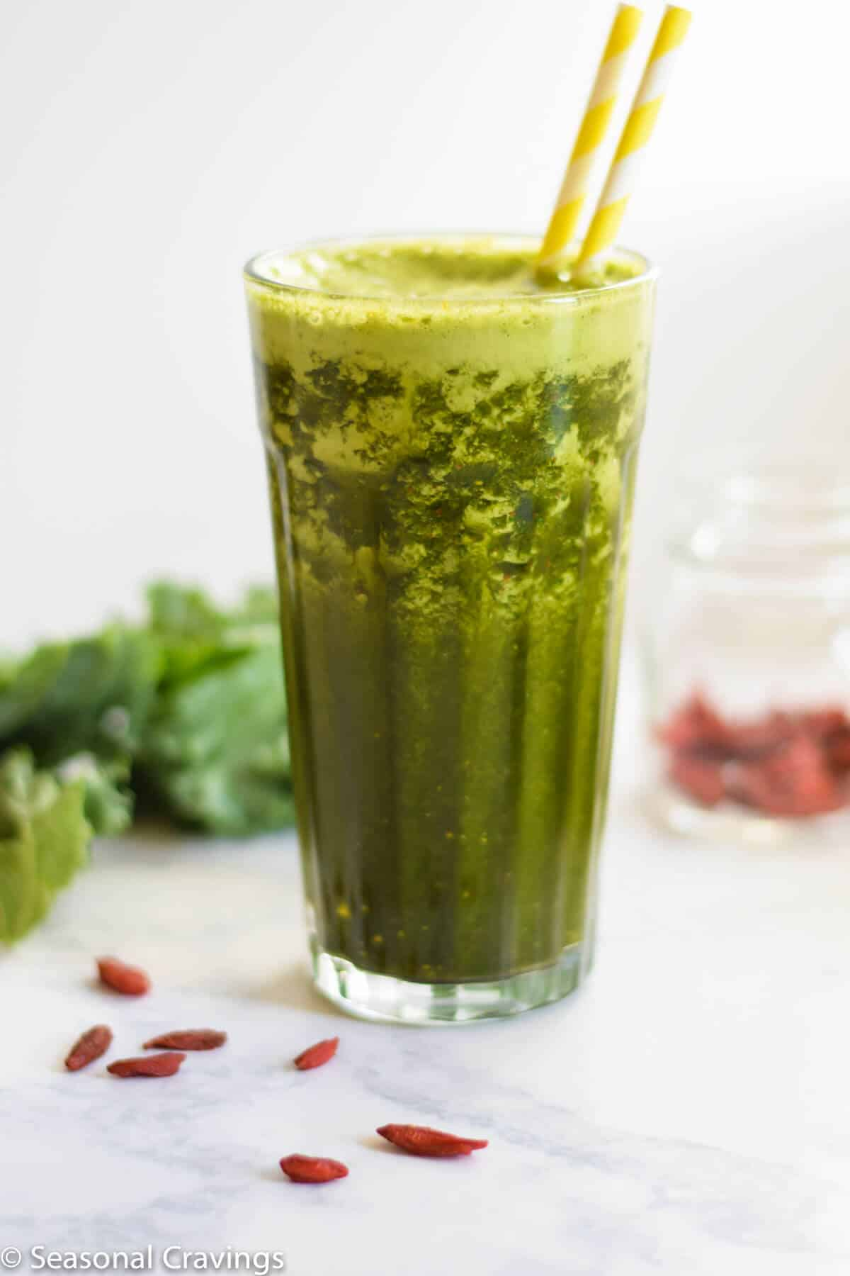 Green Goji Berry Smoothie in glass with two straws