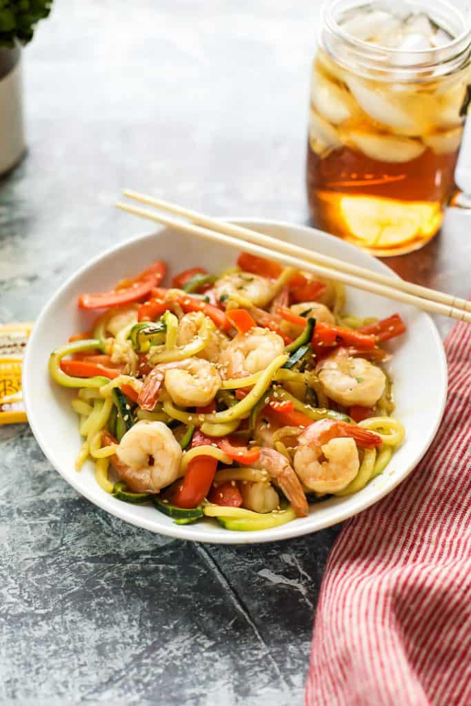 Garlic Shrimp with Zucchini Noodles and red peppers with iced tea
