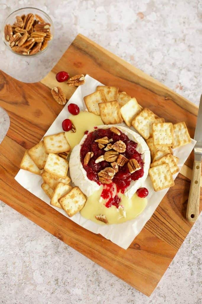 baked brie with cranberry and crackers