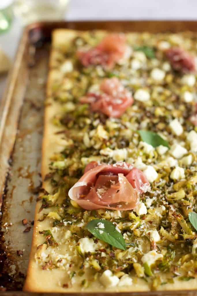 prosciutto pizza close up