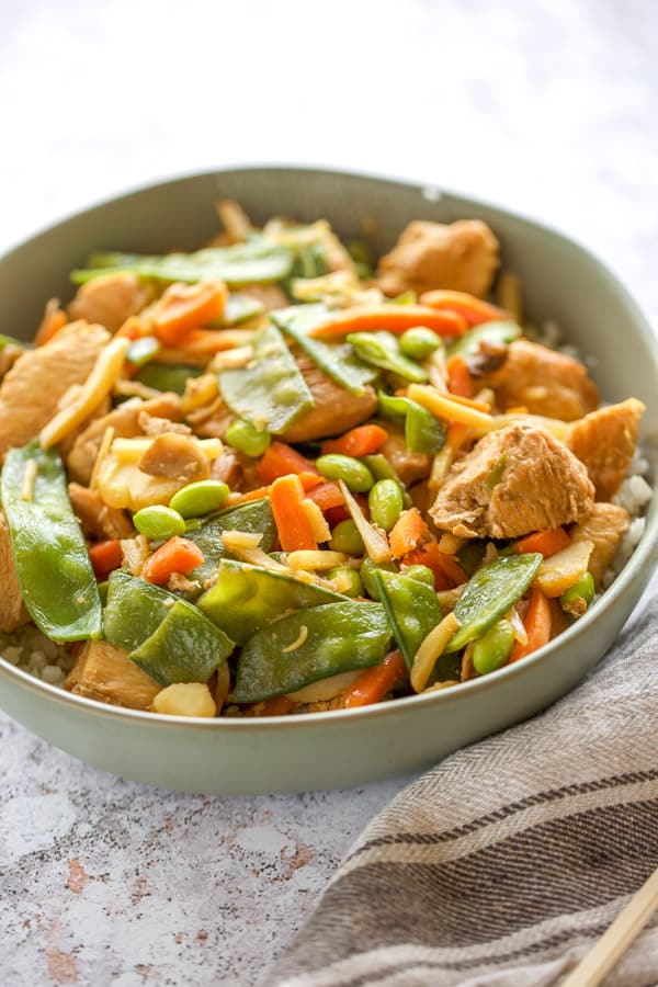 chicken stir fry with vegetables in a bowl close up
