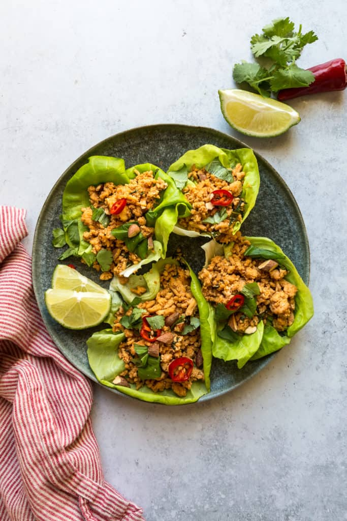 chicken lettuce wraps with lime wedges